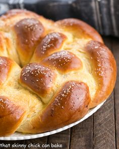 Braided Easter Bread is tender, slightly sweet, vanilla scented bread that is perfect to serve at a holiday brunch. This braided Easter bread recipe creates such a tender loaf of homemade egg bread, everyone will scramble for the last piece. Easter Dinner Recipes, Holiday Recipes, Easy Desserts, Dessert Recipes, Easter Bread Recipe, Desserts Ostern, Braided Bread, Easter Traditions, Sweet Bread