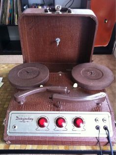 1960's Calvin Discjockey Portable 45 rpm DJ Turntable Set. seriously badass