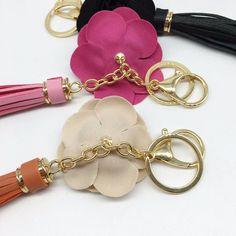 Chaveiro de Bolsa modelo Rosa com Tassel encontre aqui diversos modelos de Chaveiros Para Bolsas Femininas Coleções com design exclusivo