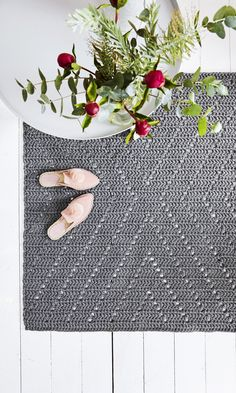 Second Hand Red Carpet Runner Product Brown Carpet Bedroom, Beige Carpet, Diy Carpet, Patterned Carpet, Stair Carpet, Crochet Carpet, Crochet Home, Carpets For Kids, Painting Carpet