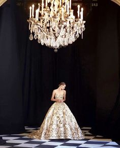 Not Ordinary Fashion is art: Photo King Fashion, Haute Couture Fashion, Zuhair Murad, Fashion Pictures, Fashion Addict, Beautiful Outfits, Beautiful Clothes, Bridal Dresses, Evening Gowns