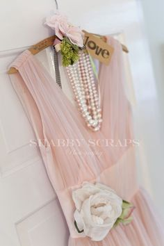 Lovely display of a vintage pink dress and pearls. Perfect Maid of Honor or Bridesmaid dress. Vintage Outfits, Vintage Dresses, Vintage Fashion, Looks Vintage, Vintage Pink, How To Have Style, Estilo Shabby Chic, Fru Fru, Mein Style