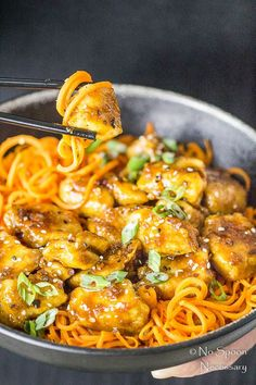 "Honey Garlic Ginger Chicken Carrot Noodle Bowls This just might be worth storing one more kitchen gadget to ""spiralize"" the carrots? Vegetable Noodles, Vegetable Recipes, Chicken Recipes, Vegetable Spiralizer, Healthy Cooking, Healthy Eating, Cooking Recipes, Healthy Recipes, Baking Center"