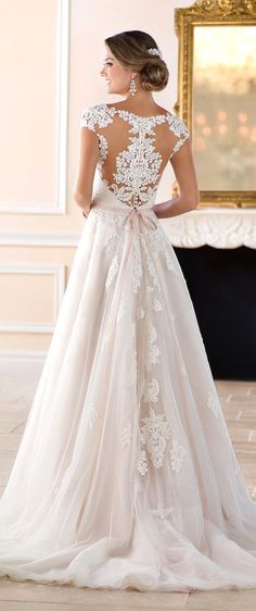 White bride dresses. All brides think of finding the most suitable wedding, but for this they need the best wedding dress, with the bridesmaid's dresses actually complimenting the wedding brides dress. The following are a few ideas on wedding dresses.