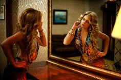 #mirror#blond#reflection#twins#photoshoot#curves#interior#lobby#glamour#posh#openback#sexy#stunning#riverisland#maxidress#wild#tropicpattern#model