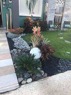 52 Fresh Front Yard and Backyard Landscaping Ideas for 2019 Stunning ideas for the design of the front garden can … Small Front Yard Landscaping, Landscaping With Rocks, Backyard Landscaping, Backyard Ideas, Backyard Patio, Patio Ideas, Diy Landscaping Ideas, Desert Backyard, Sloped Backyard