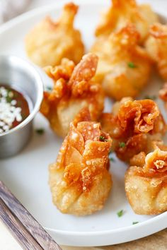 Chicken wontons – easiest and the best fried chicken wontons ever! Takes 20 mins including wrapping. Super crispy & yummy, get the easy recipe. Best Appetizers Ever, Wonton Appetizers, Wonton Recipes, Appetizer Recipes, Chicken Recipes, Chinese Appetizers, Recipe Chicken, Easy Delicious Recipes, Yummy Food