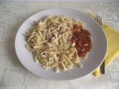 Egy jó lekvárral nagyon finom tud lenni! Ravioli, Spaghetti, Foods, Ethnic Recipes, Food Food, Food Items, Noodle