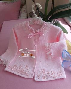 Diy Crafts - DIY & crafts projects, contents and more - Diy Crafts Hayrl Haftalar Inci Modasna Katl D 849350810952696797 P Crochet Hooded Scarf, Crochet Baby Jacket, Crochet Baby Clothes, Baby Girl Cardigans, Baby Sweaters, Baby Pullover, Baby Cardigan, Summer Cardigan, Baby Girl Patterns