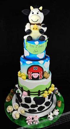 farm birthday cake Like this layout but not cow on top