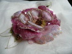 """""""mignonne allons voir si la rose..."""" réalisée au crochet de Lunéville. Magnifiques réalisations sur ce blog."""