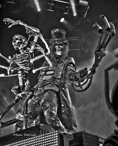 Rob Zombie heats up a freezing crowd with a hot set Friday in St. Louis    Photography, concert photography, live music, rock music, hard rock, heavy metal, skeletons, masks, zombies