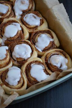 De bedste lækre, bløde og snaskede kanelsnegle - fines.dk Danish Dessert, Danish Food, Baking Recipes, Cake Recipes, Dessert Recipes, Delicious Desserts, Yummy Food, Bistro Food, Food Crush
