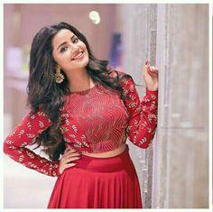 Indian Bridal Sarees, Indian Lehenga, Beautiful Heroine, Beautiful Bollywood Actress, Beautiful Actresses, Lehnga Dress, Indian Gowns Dresses, Anupama Parameswaran, Indian Hairstyles
