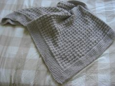Depuis 5 mois, est en train de se fabriquer ce qui sera sans doute la plus belle et la plus importante création de ma petite vie de bidouilleuse : un bébé !  Louloup et moi n'y sommes pas pour... Plaid Crochet, Knitting Accessories, Kids And Parenting, Plus Belle, Knitting Patterns, Wool, Culture, Babys, Biscuit