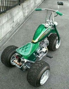 custom pit bike trike with green glitter vinyl diamond-stitched solo seat Custom Trikes, Custom Motorcycles, Mini Chopper, Motorised Bike, Harley Davidson, Bike Kit, Trike Motorcycle, Drift Trike, Go Kart