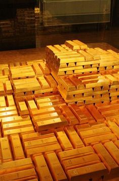 Bars of Gold Bullion...  A bar weighs approximately 12.5 kgs (27.5 pounds)... Standard ingots wigh 1kg... The largest bar ever manufactured weighs 250 kgs and has been produced by Mitsubishi...