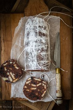 Kanela and Lemon: Chocolate Salami Food Decoration, Pastry Cake, Artisan Bread, Food Gifts, No Bake Cake, Tapas, Delicious Desserts, Food Photography, Food And Drink