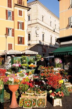 Campo de' fiori...de nome e de fatto, Roma | Will definitely be visiting this while in Rome.