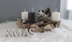 AW121 - Adventsdeko aus Holzteilen, dekoriert mit natürlichen Materialien, Kugeln und einem Metallstern! Preis 34,90€ Durchmesser ca.35cm Aufpreis Kerzen 8,00€ XMAS- Schriftzug 3,50€