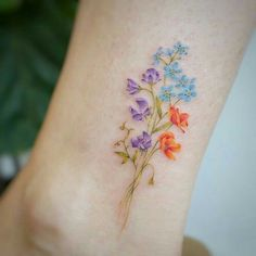 80 Gorgeous Watercolor Floral Tattoo Designs For Women - Page 16 of 80 - Chic Hostess Mini Tattoos, Tiny Flower Tattoos, Foot Tattoos, Body Art Tattoos, Small Tattoos, Portrait Tattoos, Tattoos Of Flowers, Vintage Flower Tattoo, Heart Tattoos