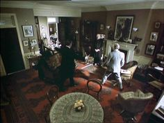 Good view of Baker St - Sherlock Holmes Jeremy Brett Granada. Sherlock Holmes John Watson, Dr Watson, The Blue Carbuncle, The Science Of Deduction, Victorian Rooms, Lillian Gish, Adventures Of Sherlock Holmes, Jeremy Brett, Mrs Hudson