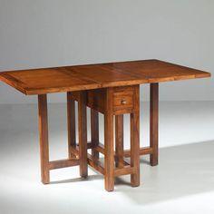 """Mesa de cocina plegable, una vez abierta mide 135 por 90 centímetros, realizada en madera de Teca. Apertura tipo """"libro""""."""