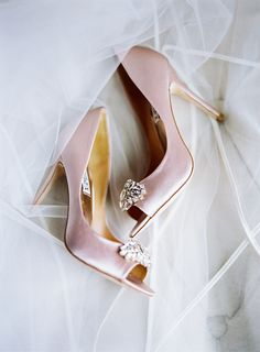 Photography : Olivia Lott Photography | Shoes : Badgley Mischka Read More on SMP: http://www.stylemepretty.com/little-black-book-blog/2016/09/09/sparkly-southern-rustic-elegant-wedding/