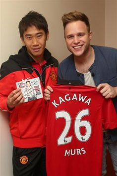 Shinji Kagawa meets United fan and singer Olly Murs - Official Manchester United Website