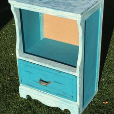 vintage accent chest in a turquoise and porcelain distressed chalk paint finish, open shelf is backed in burlap and drawer opens with a jute rope handle which gives this darling piece a beachy cottage vibe $100   to purchase go to urbanoutlinedesign.com or email us at urbanoutlinedesign@gmail.com or call 480 707 8171 #urbanoutline #urbanindustrial  #upcycled #retromodern #vintage #midcentury #forsale #design #vintagechic #handmade #treasure #create #retro #reclaimedwood #barnwood #industrial…