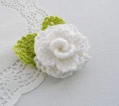 HAND CROCHET WHITE FLOWER ROSE BROOCH APPLIQUE DECORATION MOTHER'S DAY GIFT in Crafts, Needlecrafts & Yarn, Crocheting & Knitting | eBay