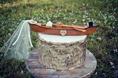 This canoe wedding cake topper is perfect for the outdoors loving couple that loves spending time on the lake.  The canoe will come with your