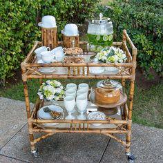 Quirky Home Decor, Home Decor Kitchen, Kitchen Stuff, Hi Tea Ideas, Ramadan Decorations, Table Decorations, Palm Beach Decor, Theodora Home, Bar Cart Styling