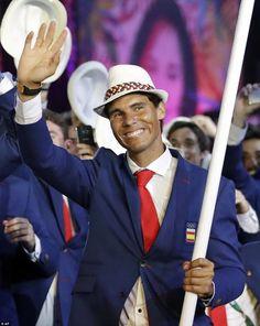 Rafael Nadal lleva la bandera de España en la ceremonia de apertura olímpica  http://befamouss.forumfree.it/?t=72852649#lastpost