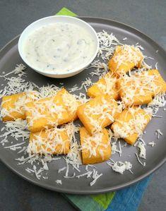 Puff de mandioca com fonduta de queijo