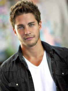 Dean Geyer aka Brody on Glee... marry me omg