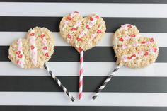 The perfect Valentine's Day treat for friends -- make these easy DIY Rice Krispies Heart Pops from @Handmadebykelly. Click for the how-to.