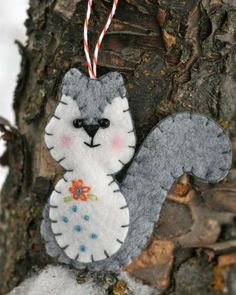 Felt squirrel tutorial.  Could even use as a quilting design.  From you go girl blog.