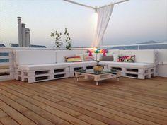 Elegante Lounge Sitzecke aus Paletten