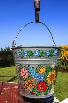 A beautiful typical hand decoration in Zalipie, Poland Folk Art Flowers, Diy And Crafts, Arts And Crafts, Polish Folk Art, Ukrainian Art, Indian Home Decor, Painted Doors, Tole Painting, Paint Cans