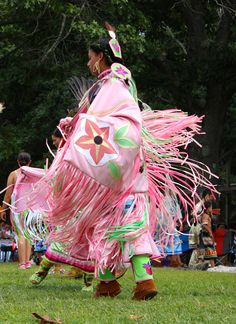 Photo by Linda S Geiger ©  Shinnecock Indian Nation Powwow 2014 Shinnecock Reservation, Southampton, L.I., N.Y. Photo by Linda S Geiger ©