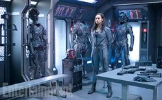 The Expanse: Exclusive intel and first look at fan favorite Bobbie Draper | EW.com