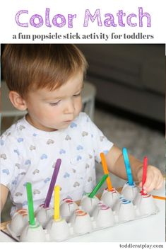 A great activity for young toddlers to learn colors and match. Improves hand-eye coordination, focus and fine motor skills! Preschool Classroom Schedule, Preschool Lessons, Montessori Toddler, Toddler Preschool, Toddler Crafts, Kids Crafts, Fun Activities For Toddlers, Preschool Activities, Early Learning