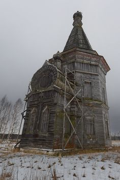statues-and-monuments:  statues-and-monuments Abandoned Church, Kargopol, Russia  Photographer: deni-spiri
