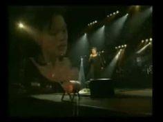 Στίχοι: Λίνα Νικολακοπούλου  Μουσική: Goran Bregovic  Πρώτη εκτέλεση: Άλκηστις Πρωτοψάλτη  Άλλες ερμηνείες: Χαρούλα Αλεξίου || Γιώργος Νταλάρας    Τις νύχτες μπαίνεις στα όνειρά μου  λες κι ήρθες σε δικό σου κήπο  κι αν μεγαλώσαν τα φτερά μου  εγώ απ' το πλάι σου δε λείπω  Θεός αν είναι    Χιλιάδες άγγελοι με τ' άσπρα  κλωνάρια λησμονιάς μοιράζο...