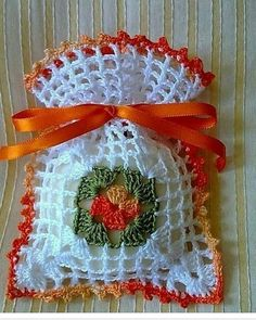 This Pin was discovered by Emi Crochet Home, Love Crochet, Crochet Motif, Crochet Doilies, Crochet Flowers, Knit Crochet, Crochet Patterns, Crochet Sachet, Crochet Gifts