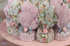 Usa tela de colores suaves para crear pequeños obsequios o recuerdos de fiesta. Son perfectos para entregarse en bautizos, xv años o bodas...