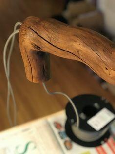 Stamm: Schwemmholz (Plessur) Fuss: Steinplatte (Bündner Alpen) Lampenschirm: - Fassung: Hochwertige Messingfassung, E27 Kabel: Textilkabel Elektrokomponenten: Zwischenschalter, LED-Leuchte, Stecker Höhe: ca. 60cm Gewicht: ca. 5Kg Cowboy Hats, Flagstone, Bedside Lamp, Floor Lamp Base, Ceiling Lamps, Alps