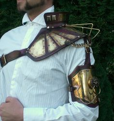 Steampunk Power Shoulder by Skinz-N-Hydez on DeviantArt Steampunk Armor, Steampunk Goggles, Steampunk Costume, Steampunk Fashion, Steampunk Design, Victorian Steampunk, Shoulder Armor, Shoulder Pads, Mad Max Costume
