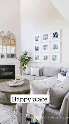 New Living Room, My New Room, Home And Living, Gray Couch Living Room, Living Room Ideas, Living Room Decor Cozy, Coastal Living Rooms, Living Room Wall Art, Blue And White Living Room